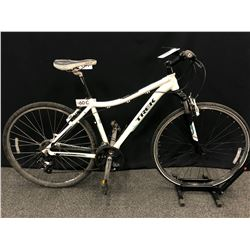 WHITE TREK NEKO 21 SPEED FRONT SUSPENSION HYBRID TRAIL BIKE, 18 CM FRAME SIZE