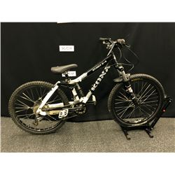 BLACK AND WHITE KONA STINK 2-4 16 SPEED FULL SUSPENSION MOUNTAIN BIKE WITH FRONT AND REAR HYDRAULIC