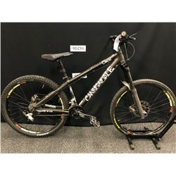 BLACK CANNONDALE CHASE 16 SPEED FRONT SUSPENSION MOUNTAIN BIKE WITH FRONT AND REAR DISC BRAKES,