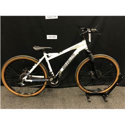 WHITE IRONHORSE BOUNDARY 24 SPEED FRONT SUSPENSION HYBRID TRAIL BIKE WITH FRONT AND REAR DISC BRAKES