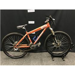 BROWN SPECIALIZED P3 18 SPEED MOUNTAIN BIKE WITH FRONT AND REAR HYDRAULIC DISC BRAKES,