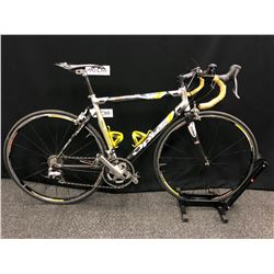 GREY AND YELLOW OPUS TOCCATO PROELITE 20 SPEED ROAD BIKE WITH CLIP PEDALS, FRONT DERAILLEUR NEEDS