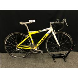 YELLOW AND WHITE GIANT OCR 20 SPEED ROAD BIKE, SMALL/44 CM FRAME SIZE