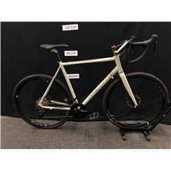 GREY BRODIE ROMAX 22 SPEED ROAD BIKE WITH FRONT AND REAR DISC BRAKES, 59 CM FRAME SIZE