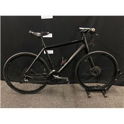 BLACK CANNONDALE 27 SPEED HYBRID ROAD BIKE WITH FRONT AND REAR HYDRAULIC DISC BRAKES AND ONE SIDED