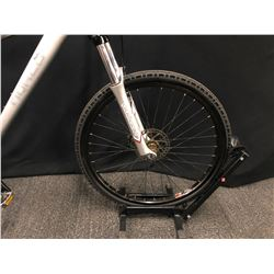 GREY NORCO WOLVERINE 24 SPEED FRONT SUSPENSION MOUNTAIN BIKE WITH FRONT AND REAR DISC BRAKES, 18.5""