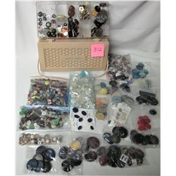 lot of assorted vintage buttons & plastic sewing basket