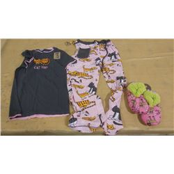 EXTRA SMALL PJ SET AND PAIR OF SLIPPERS