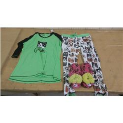 LARGE PJ SET AND PAIR OF SLIPPERS