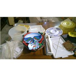 LOT OF ASSORTED ITEMS - TUPPERWARE, TRAYS, ETC.