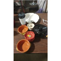 LOT OF ASSORTED KITCHENWARE