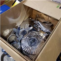 BOX OF METAL HUBCAPS