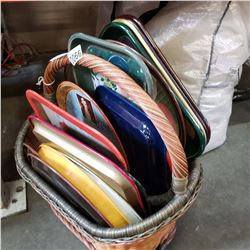 BASKET OF 16 METAL SERVING TRAYS