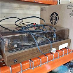 DUAL 1257 BELT DRIVE AUTOMATIC TURN TABLE - NEEDS BELT