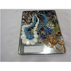TRAY OF ESTATE JEWELLERY
