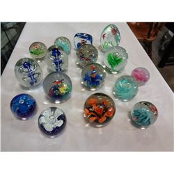 TRAY OF ART GLASS PAPER WEIGHTS