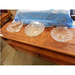 2 GLASS BOWLS AND PEDESTAL DISH