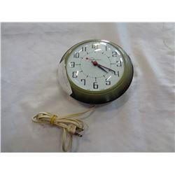INGRAHAM VINTAGE WALL CLOCK