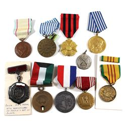 World Military Medals and such. Please view image for items. 10pcs