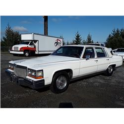 A5 --  1989 CADILLAC FLEETWOOD BROUGHAM  , White , 19,808 Km's ODO 5 DIDGIT