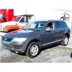 H1 --  2010 VW TOUREG TDI , Grey , 201,208 Kilometers