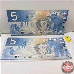 Canada $5 Bills 2002 - Consecutive (Knight/Dodge) ANV8330445-46