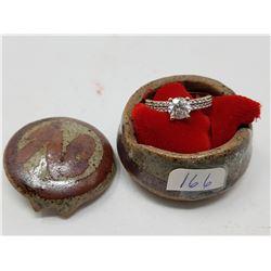 10 kt ring in ceramic bx