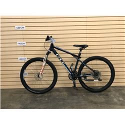 BLACK AND WHITE GT AVALANCHE FRONT SUSPENSION MOUNTAIN BIKE, NO BRAKES