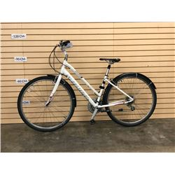 WHITE SPECIALIZED CROSSROADS HYBRID CRUISER BIKE
