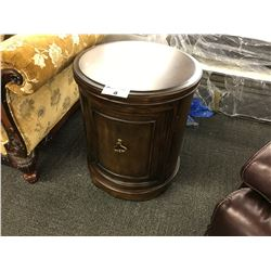 MAHOGANY 24' ROUND ACCENT TABLE