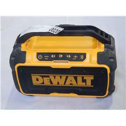 DEWALT BLUETOOTH PORTABLE RADIO W/ 20V BATTERY