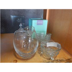LOT OF CRYSTAL AND PYREX DISHES