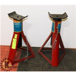 LOT OF 2 JACK STANDS (UP TO 1350KG)