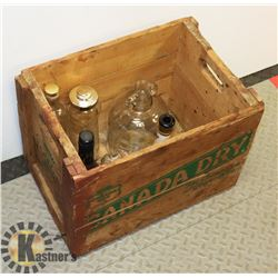 VINTAGE CANADA DRY WOODEN CRATE WITH COLLECTOR