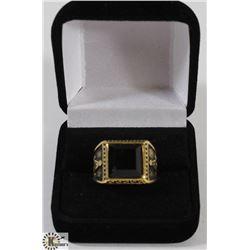 MENS SZ 8.5 GOLD TONED MASONIC RING, LARGE BLACK