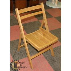 WOOD FOLDING CHAIR.