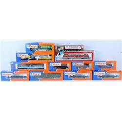 BOX OF ASSORTED MODEL TRAIN CARS.