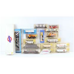 BOX OF ASSORTED MODEL TRAIN CARS. HO SCALE