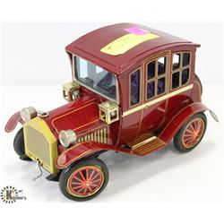 VINTAGE MODEL CAR.