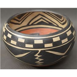 SANTO DOMINGO INDIAN POTTERY BOWL (ROBERT TENORIO)
