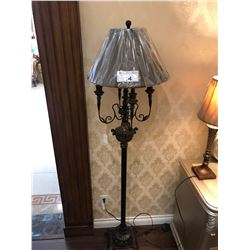 FLOOR LAMP WITH PAINTED METAL BASE