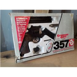 Crosman Vintage Air Pistol In Box With Accessories. .357 Replica .177 Caliber