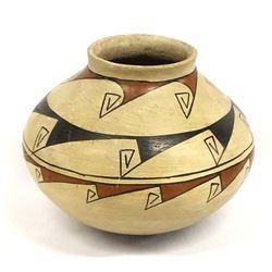 Vintage Mata Ortiz Pottery Jar by Roberto Tena