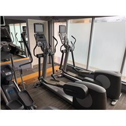 LIFEFITNESS 95XE COMMERCIAL ELLIPTICAL CROSS TRAINER WITH LIFEFITNESS THEATRE TV & CONTROL