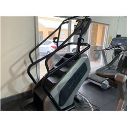 MATRIX COMMERCIAL STAIR CLIMBER WITH HEART RATE & USB