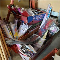 LOT OF PARTY DECORATIONS AND NAPKINS