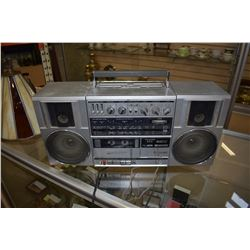HITACHI BOOMBOX MODEL TRK-9100 HD