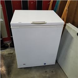 FRIDIGAIRE HEAVY DUTY COMMERICAL CHEST FREEZER