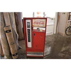 VINTAGE COCA COLA MACHINE MADE BY CAVALIER