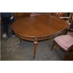 KNECHTEL FRUIT WOOD DINING TABLE W/ 2 LEAFS AND 6 CHAIRS